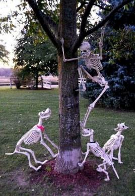 DIY Creepy Halloween Decorating Ideas Outdoors 17