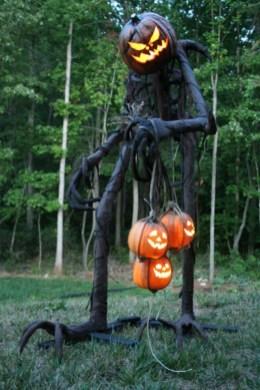 DIY Creepy Halloween Decorating Ideas Outdoors 18