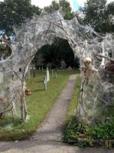 DIY Creepy Halloween Decorating Ideas Outdoors 23