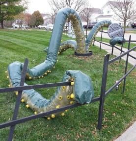 DIY Creepy Halloween Decorating Ideas Outdoors 39