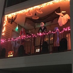 Gorgeous Halloween Ideas for Apartment Balcony This year 08