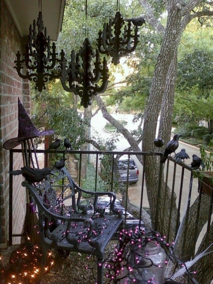 Gorgeous Halloween Ideas for Apartment Balcony This year 20