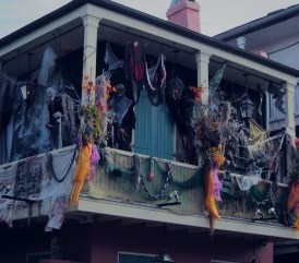 Gorgeous Halloween Ideas for Apartment Balcony This year 23