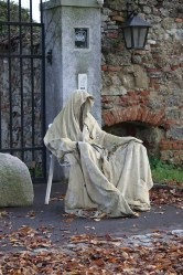 Most Amazing DIY Halloween Decoration Ideas to Make Your Outdoor Decoration More Perfect 20