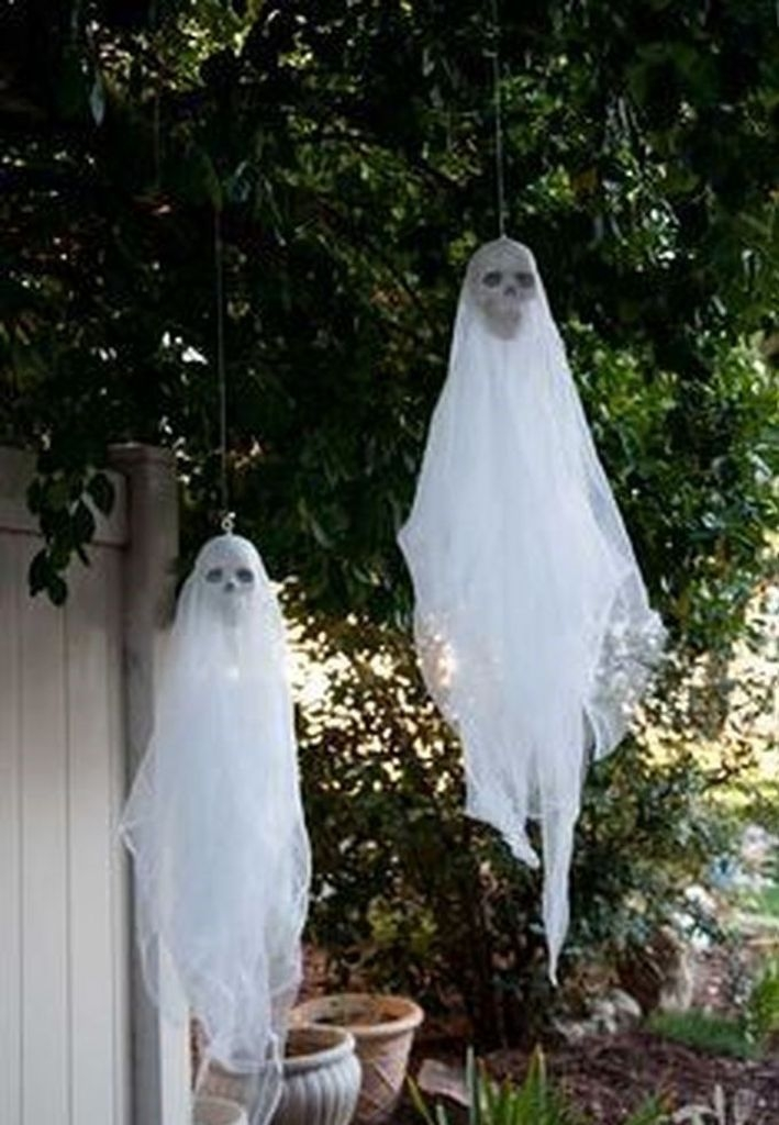 Most Amazing DIY Halloween Decoration Ideas to Make Your Outdoor Decoration More Perfect 26