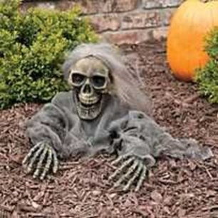 Most Amazing DIY Halloween Decoration Ideas to Make Your Outdoor Decoration More Perfect 29