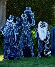 Most Amazing DIY Halloween Decoration Ideas to Make Your Outdoor Decoration More Perfect 39