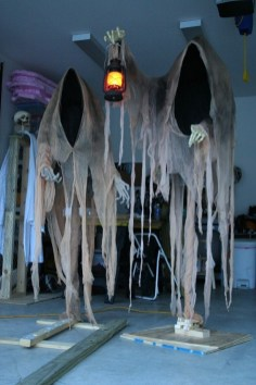 Most Amazing DIY Halloween Decoration Ideas to Make Your Outdoor Decoration More Perfect 52