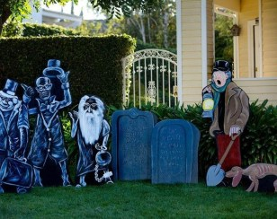 Most Amazing DIY Halloween Decoration Ideas to Make Your Outdoor Decoration More Perfect 58