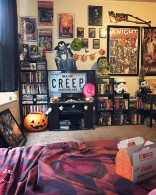 Small Bedroom Decoration with Halloween Ornament 09