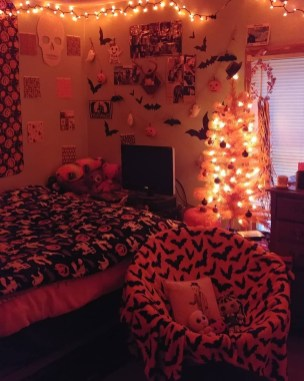 Small Bedroom Decoration with Halloween Ornament 26