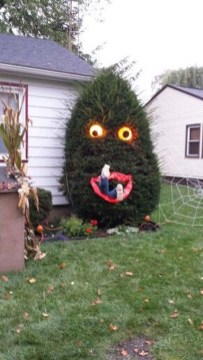 The Most Creepy Halloween Garden Decoration in Years 16