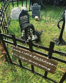The Most Creepy Halloween Garden Decoration in Years 28