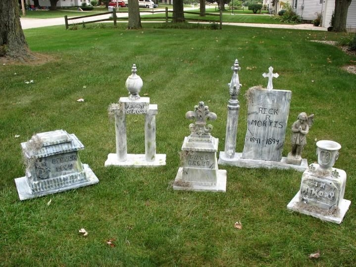The Most Creepy Halloween Garden Decoration in Years 34