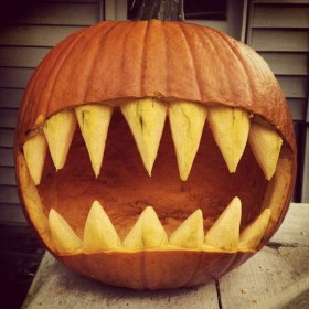 The Most Scary DIY Halloween Decoration Ideas For Your Home 13