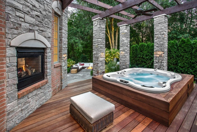 31 Awesome Backyard Hot Tub Design Ideas - anchordeco.com