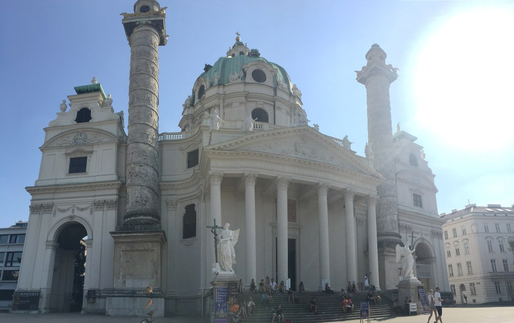 A photo of a opulent white building in Vienna