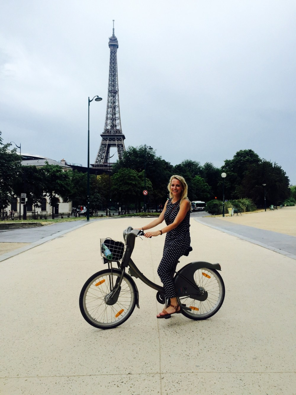 how to stay fit on vacation - paris bike