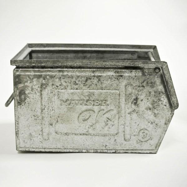 Petite caisse en métal galvanisé vernie anciellitude