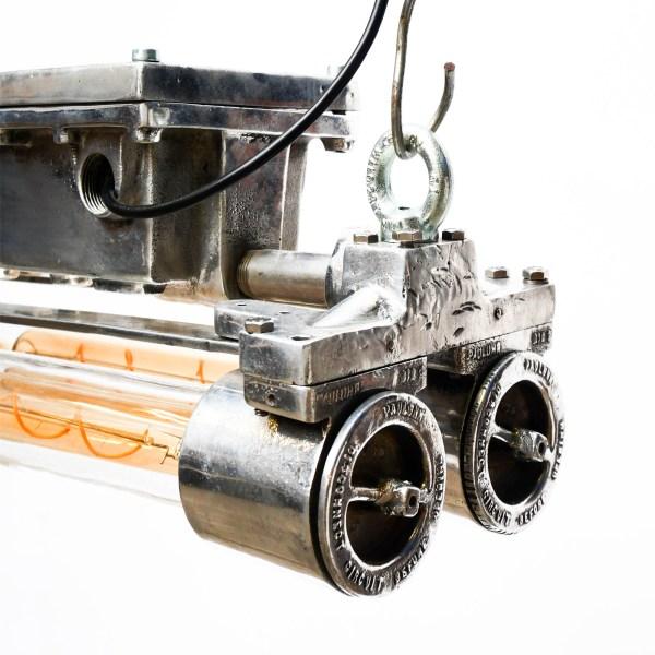 Double Fluo anti-déflagration grillagé en fonte d'aluminium petit format modèle « rectangle ». anciellitude