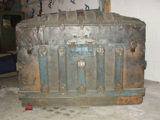 trunks antiques