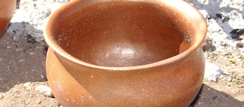 Micacious bean pot