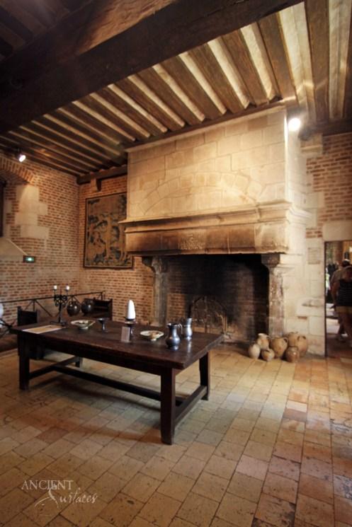 clos_luce_castle_-_kitchen