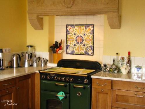 carrelage-cuisine-13x13-et-son-decor-de-style-ancien-raisin-grenade-et-fleur-img-5958-copy