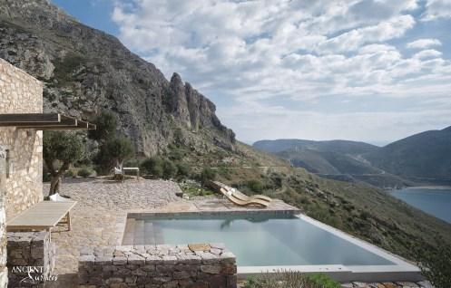 tainaron-blue-retreat-in-vathia-greece-4