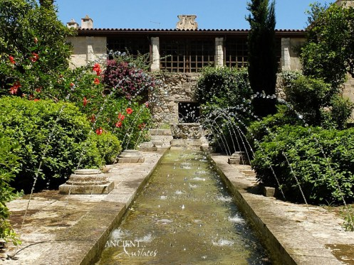Antique Limestone pool coping in an outdoor garden