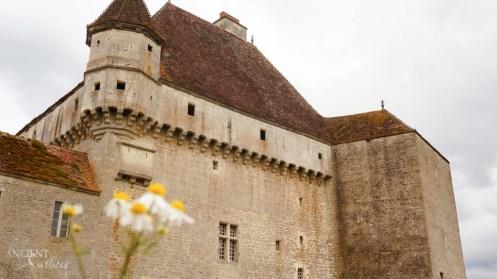 castle-de-rosiere-french-provence-farmhouse-limestone-wall-cladding