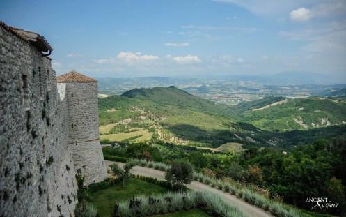 italian-landscape-villa-farmhouse