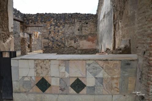 Stone in Pompeii's Bars limestone