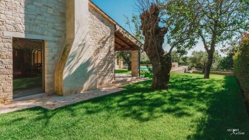 beautiful-farmhouse-living-with-limestone-wall-cladding