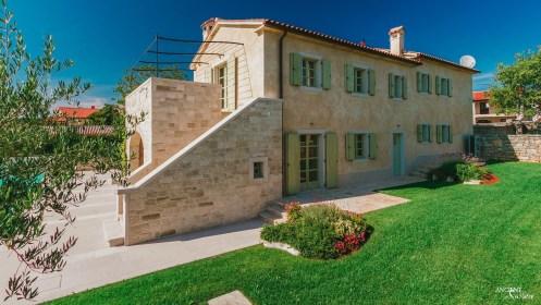 outdoor-limestone-wall-clading-villa0croatia-beautiful-garden