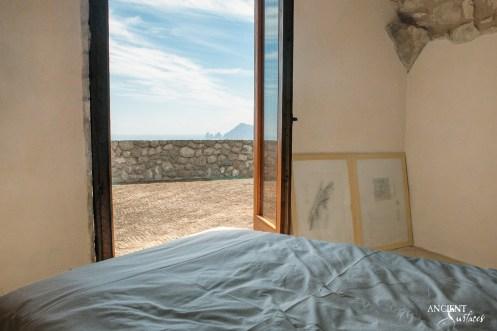 italian-house-bedroom-antique-limestone-outdoor-flooring