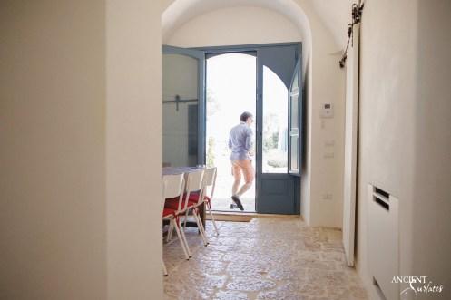 italian-italy-house-farmhouse-beautiful-limestone-flooring-floors