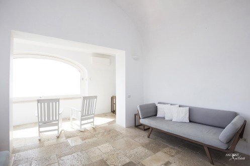 italian-vacation-home-limestone-stone-floors
