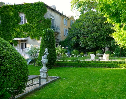 beautiful-outdoor-garden-provence