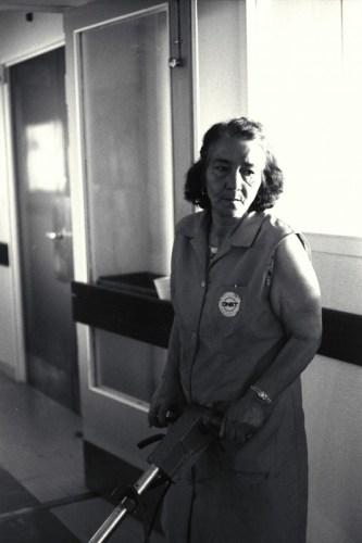 nettoyage au C.H.U. Nord de 5h à 10h le matin - © J. Windenberger - 26/06/1975