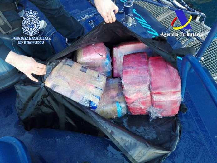 Coca Barco Policia Nacional y AEAT