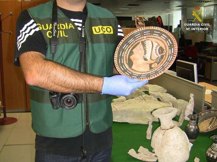 Restituidos-a-Italia-bienes-arqueológicos-recuperados-en-España-por-la-Guardia-Civil