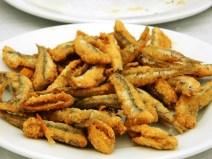 Boquerones fritos (alici fritte).