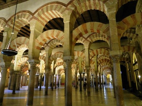 I fantastici archi della Mezquita-Catedral di Córdoba.