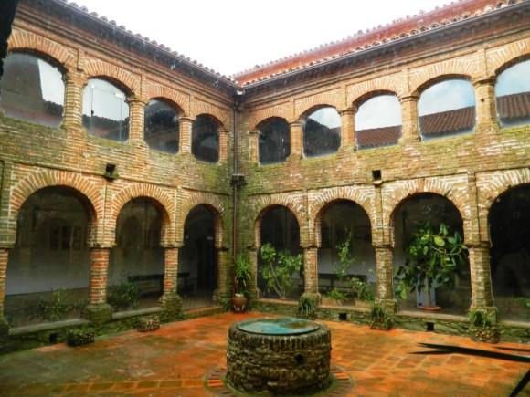 Cosa vedere tentudia estremadura monastero claustro