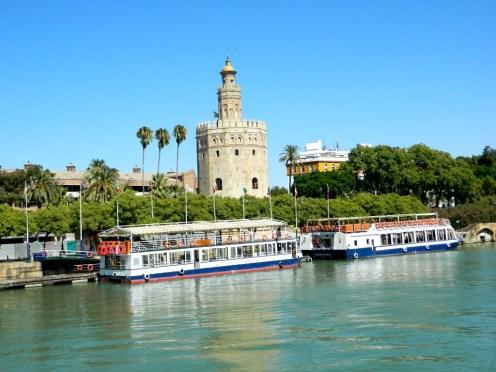 Giro_Battello_Siviglia_Fiume_Guadalquivir_Andalusia_torre_de_oro