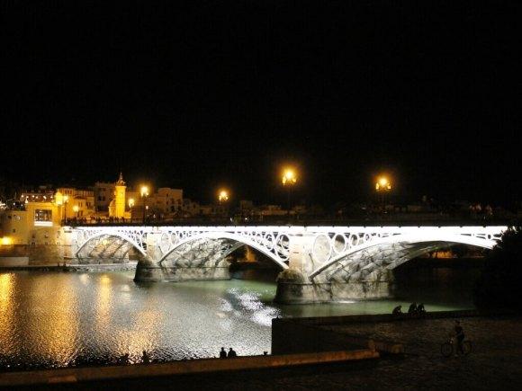 tour_siviglia_paseo_ponte_triana