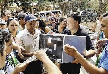 ANH involucra al gabinete de Evo Morales en la distribución de cocinas para favorecer a campaña del MAS