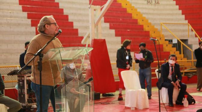 Oliva entrega contratos a deportistas y artistas con el Fondo de Protección