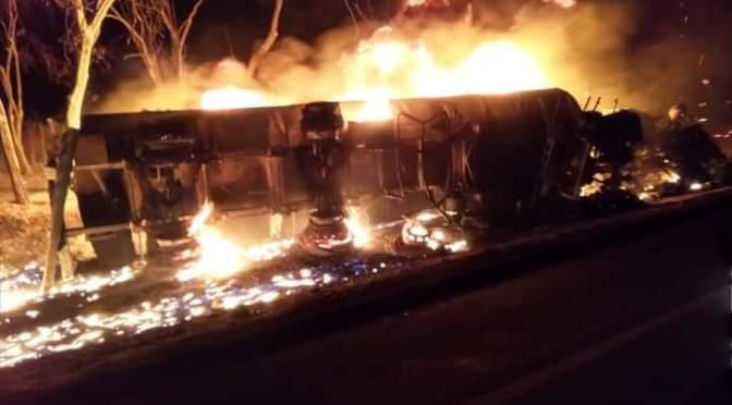 Villa Montes: Camión cisterna se incendia tras volcar en la Ruta 9